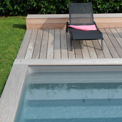 Margelles et terrasses en bois massif durable piscinelle for Pose margelle bois piscine