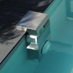 Tous les lments de votre filtration de piscine piscinelle for Bloc skimmer hors bord