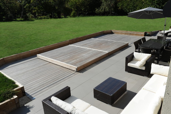 Terrasse piscine mobile le rolling deck piscinelle for Couverture pour piscine