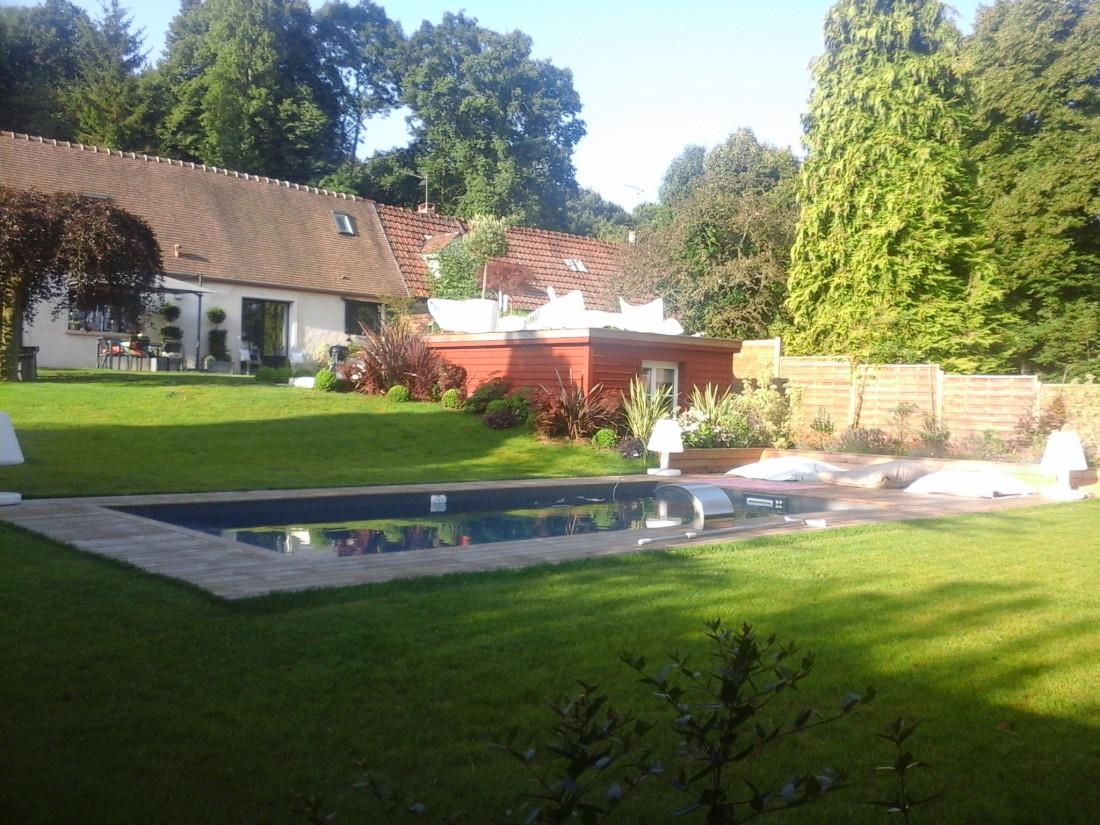 APRES : l'espace piscine apparaît comme une réussite et une évidence. Il valorise tant la maison que le jardin.