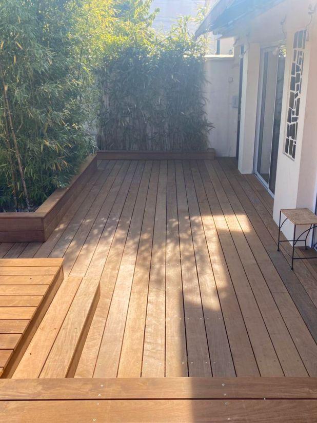 L'ensemble de la terrasse a été rénovée pour donner une cohérence générale à l'espace extérieur.