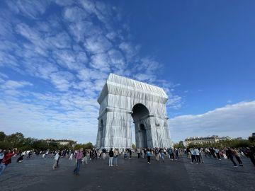 Photographie de l'Arc de Triomphe de Paris emballé par Christo