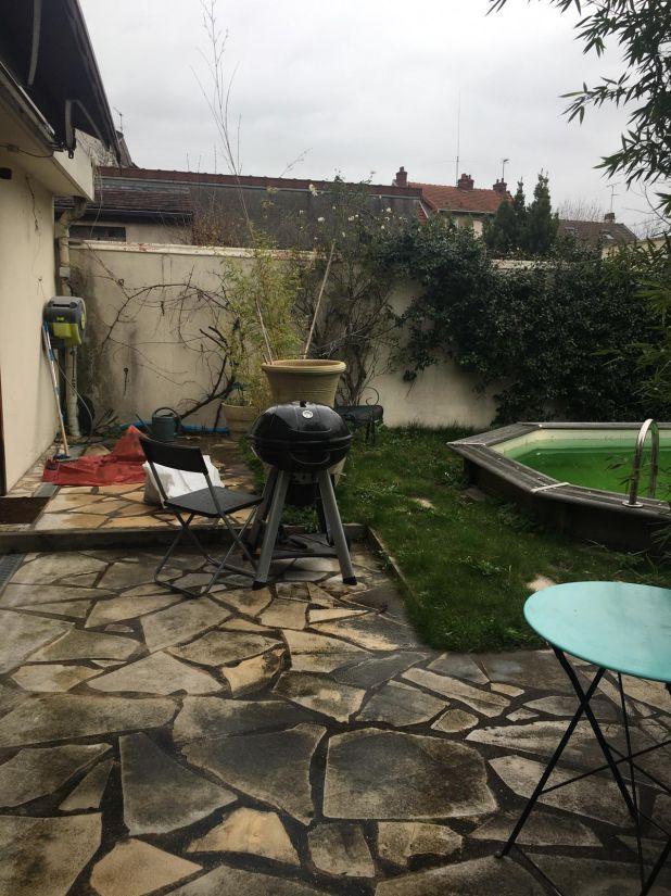 25 ans après son installation, la Piscinelle se porte bien mais l'espace piscine mérite d'être remis au goût du jour.