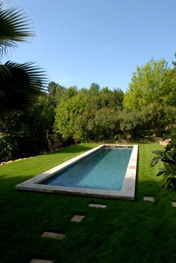 Ce bassin de nage à une longueur de 20 mètres et permet réellement de pratiquer la natation dans sa piscine.
