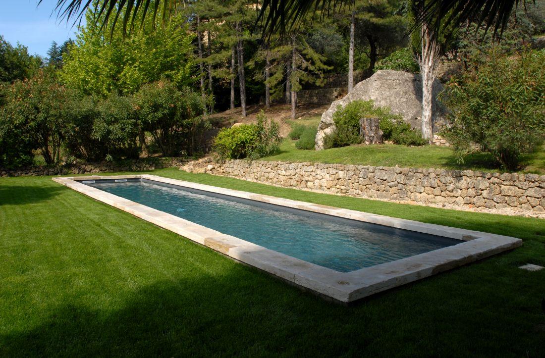 Le bassin respect l'environnement avec une implantation simple et élégante.