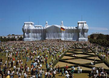 Emballage du Reichstag par l'artiste Christo