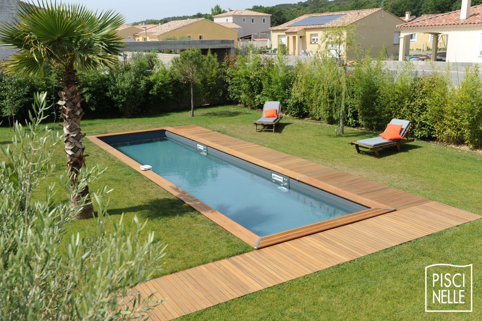Reportage photo piscine couloir de nage for Piscine jardin bois