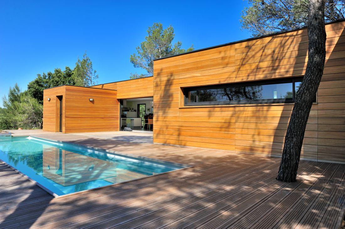 Le traditionnel bleu clair qui donne un plan d'eau lumineux et apporte la sensation de vacances immédiatement reste dans le top 3 des tendances.