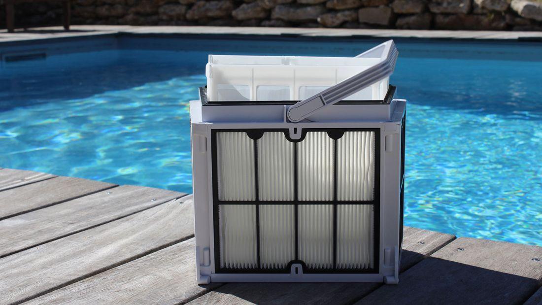 Pour faciliter le confort d'utilisation, le panier-filtre est accessible par le dessus du robot.