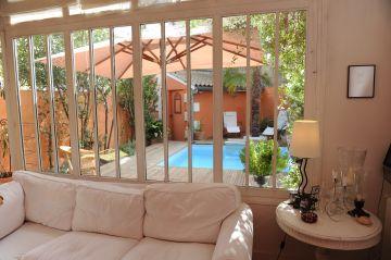 La Piscinelle et sa terrasse en ipé font parti de la maison