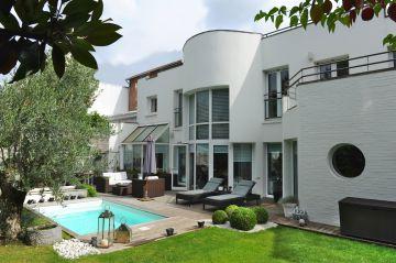Petite piscine créée en collaboration avec l'architecte d'intérieur Virginie Cauet.