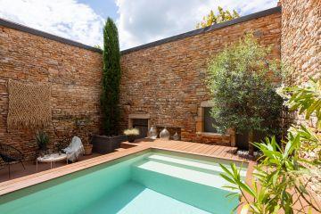 Les éléments de décorations de l'espace piscine ont toute leur importance dans le succès de cet aménagement. Ils soulignent les volumes et tout en légèreté donnent une raison d'être aux différents espaces.