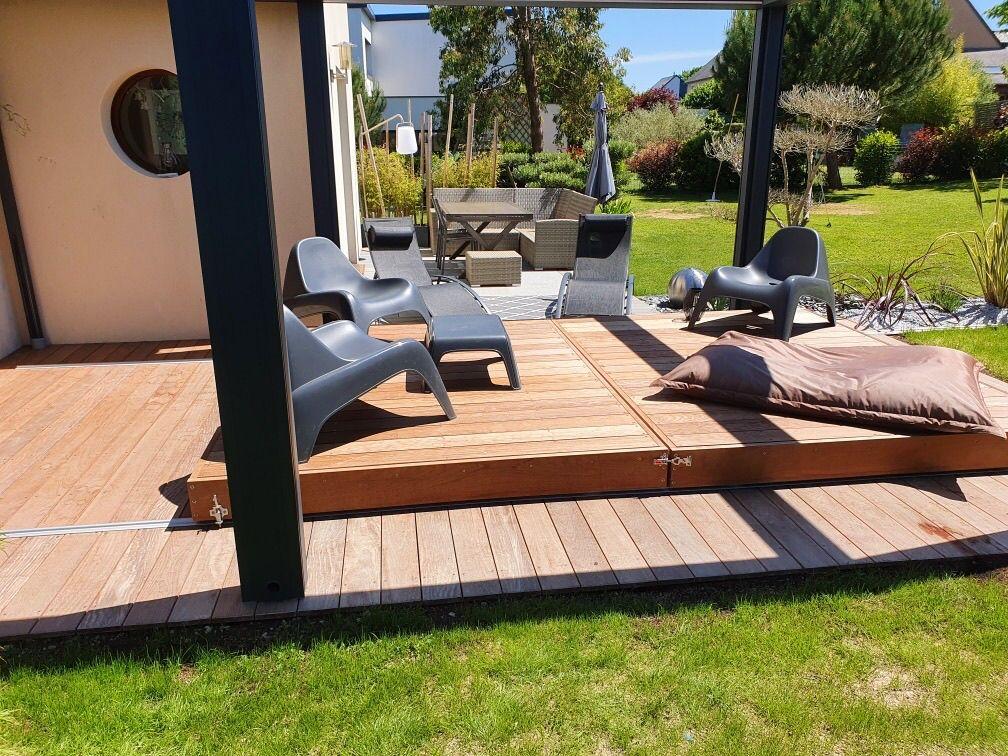 Une fois le Rolling-Deck refermé la piscine disparaît pour laisser place à une simple terrasse dans un jardin... comme par magie.