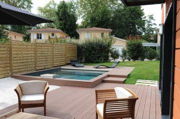 Un salon de jardin en harmonie avec sa piscine