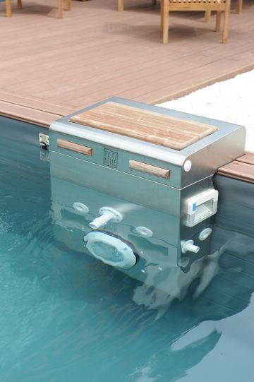 Une piscine Piscinelle équipée d'un BT60 en inox