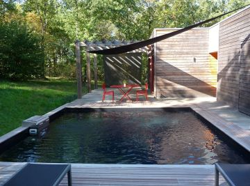 Bo5 square pool with a black liner in a small garden
