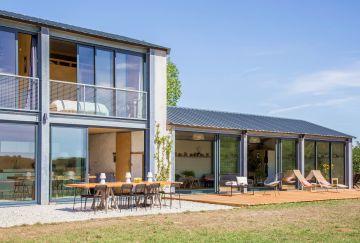 L'ensemble de la maison dégage une réelle harmonie et le luxe du calme de la campagne, quelque part à l'écart de la ville.