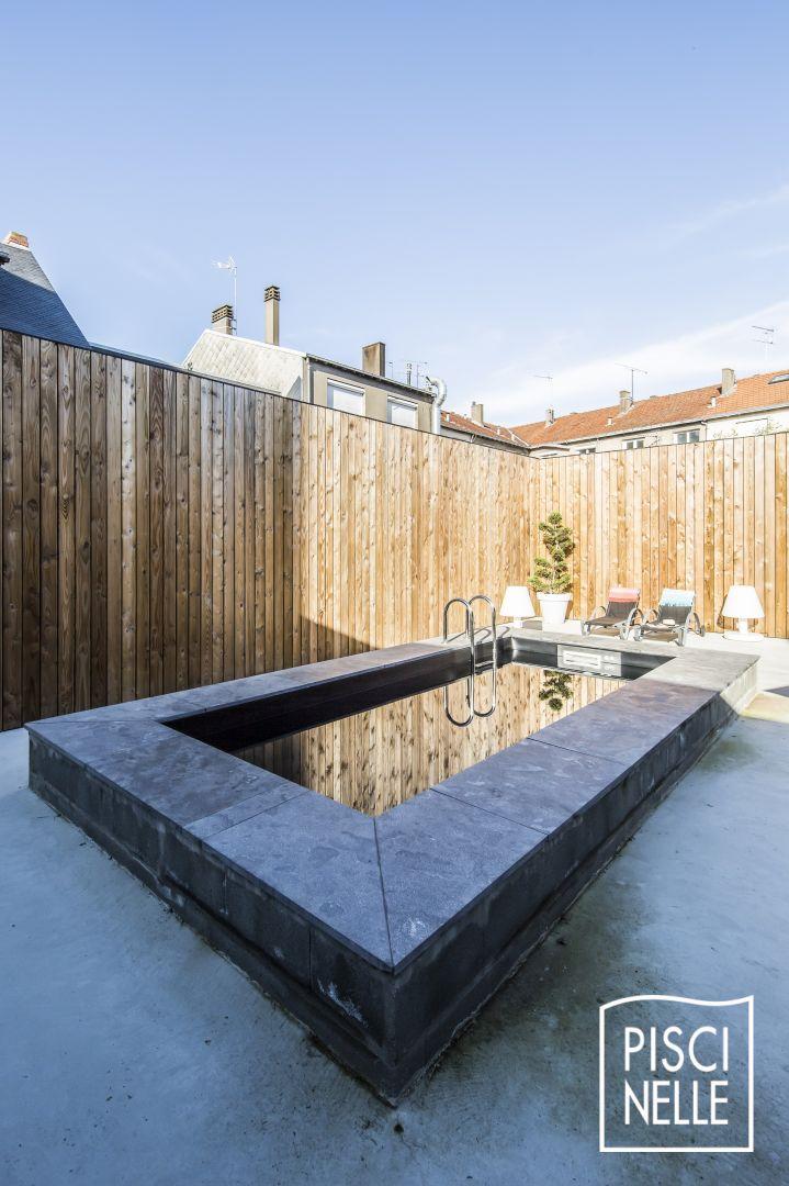 Une piscine tout en reflets comme des joyaux par milliers - Liner noir pour piscine ...