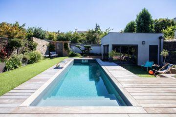 Cette piscine a été installée en kit par son propriétaire et a obtenu le Trophée d'Or de la piscine en kit.