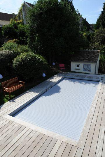 Une fois verrouillée le volet immergé représente une sécurité active de la piscine puisque personne ne peut plus y avoir accès.