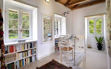 L'intérieur de la maison est cosy et insuffle une sérénité au voyageur qui vient s'y retrouver.
