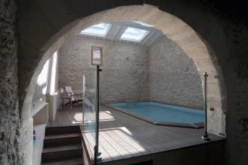 Indoor pool in a vaulted stone cellar