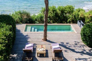 Cette Piscinelle a été conçue, fabriquée et installée dans un budget de 20.000€ (hors terrasses).