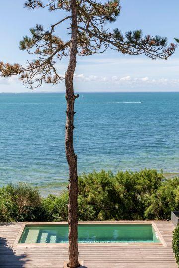 Une petite piscine au bord de la mer... une grande émotion à chaque saison.
