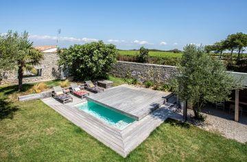 Pack petite-piscine + terrasse mobile Rolling-Deck : le combo malin pour les petits jardins.