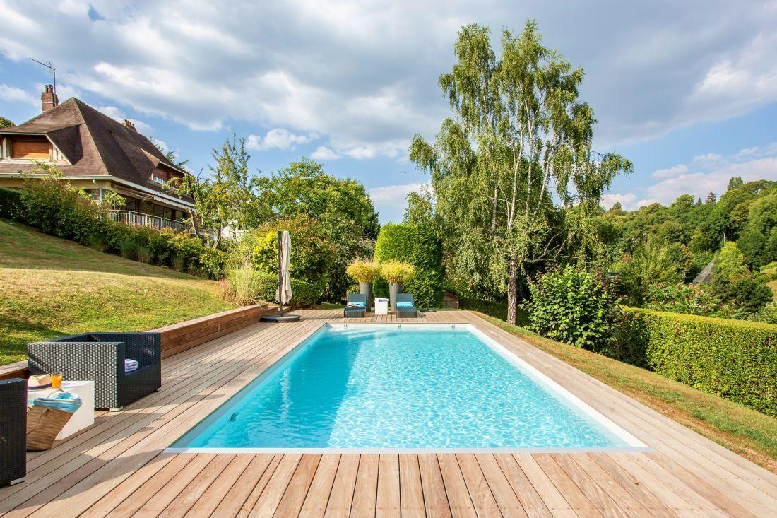 Une piscine entièrement rénovée dans les environs de Bruxelles - Bassin bleu vacances qui donne le moral toute l'année !