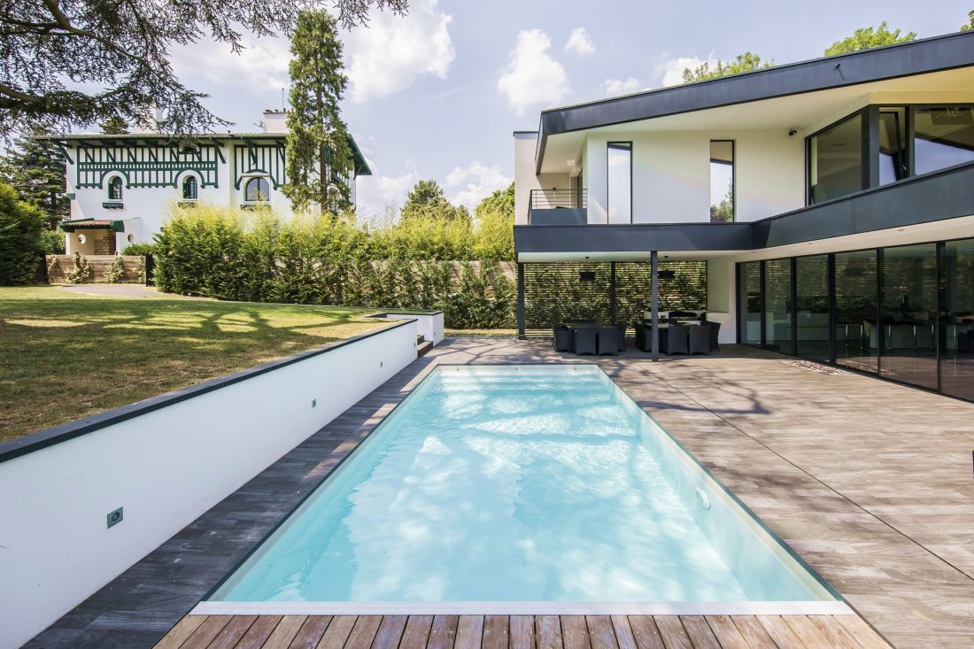 This extremely bright swimming pool is soothingly pure and simple in the pleasant spring sunlight.