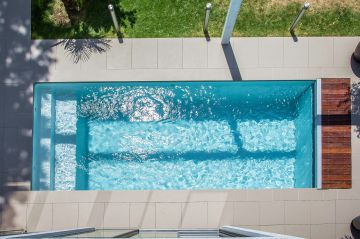 La texture de l'eau de la piscine, la pureté des lignes du bassin... le luxe est aussi dans la beauté.