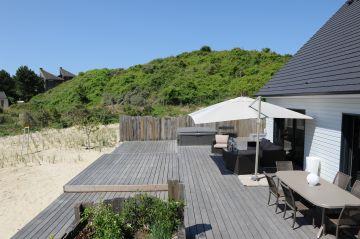 L'ensemble de la terrasse ainsi que le Rolling-Deck sont réalisés en ipé, bois exotique et naturellement imputrescible qui résistera aux tempêtes de la Manche.
