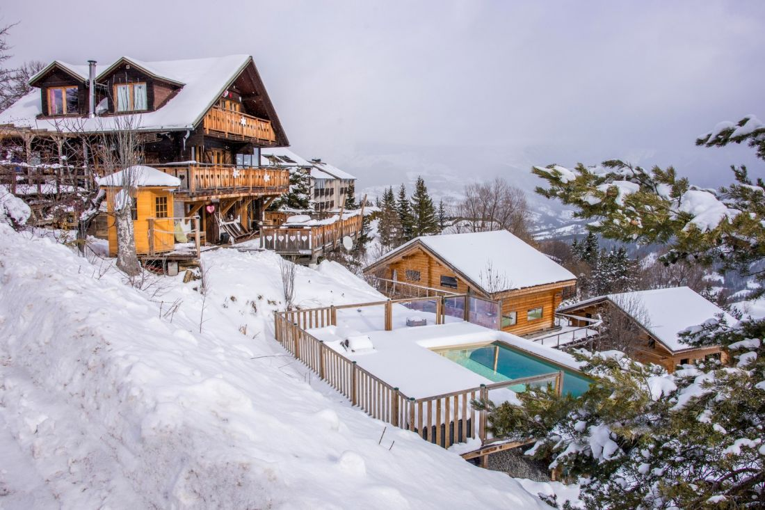 High-end self-built swimming pool - Rectangular swimming pool in the snow-covered Alps