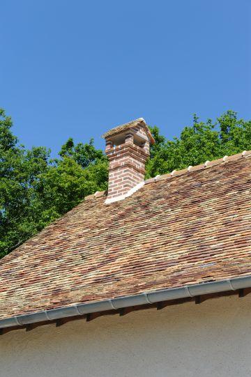 Le toit de la longère a été rénové dans la plus pure tradition normande pour un effet garanti.