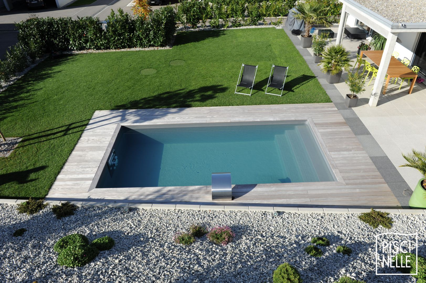 reportage photo piscine rectangulaire en suisse. Black Bedroom Furniture Sets. Home Design Ideas