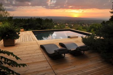 Bo6 square pool at sunset with a stunning view of the city