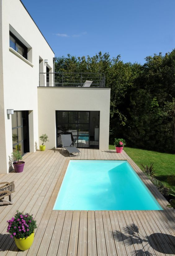Belle piscine design terasse
