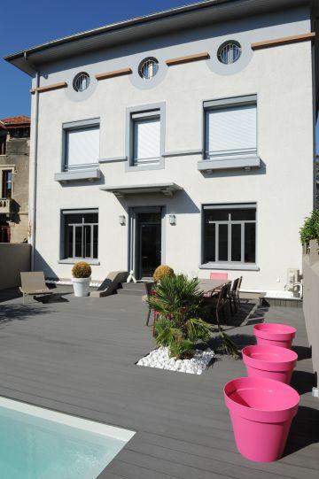 Cette maison au style marqué au centre-ville de Valence est le parfait écrin d'une piscine contemporaine.