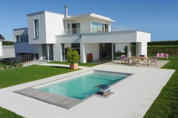 Piscinelle réalisée dans le projet de construction de cette maison d'architecte en Suisse.
