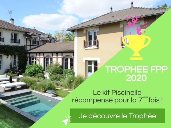 """Trophée d'Argent 2020 - Catégorie """"piscine installée par un particulier"""" pour cette Piscinelle dans son écrin de verdure."""