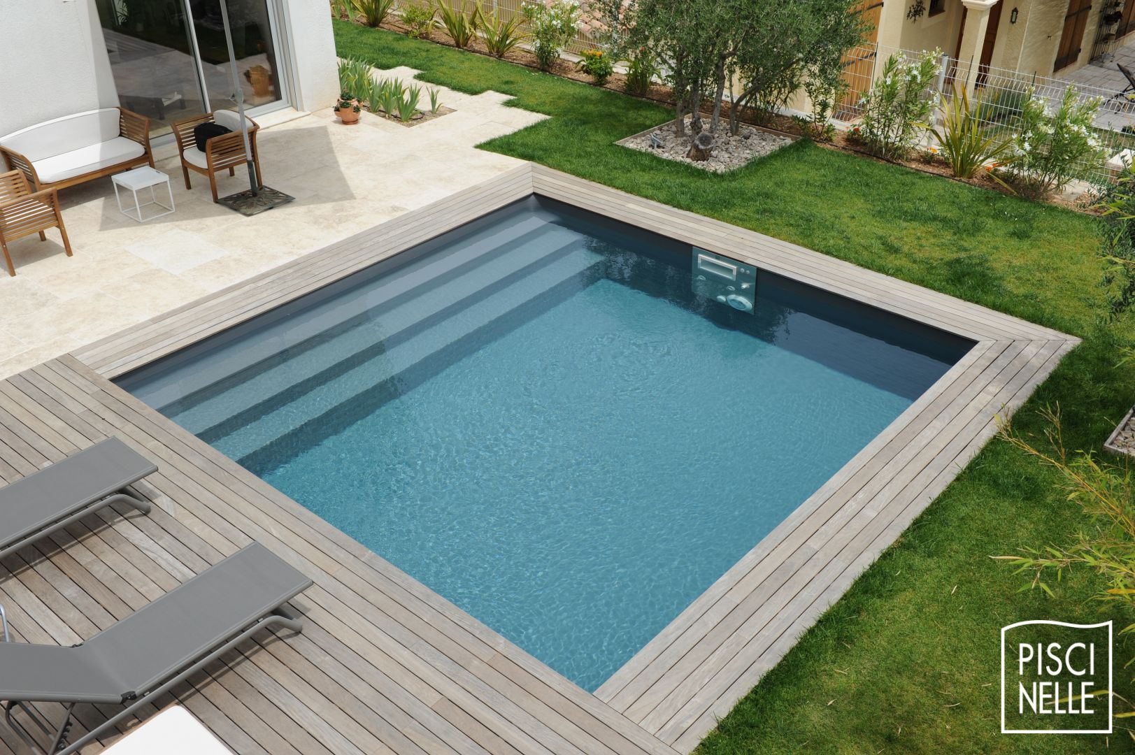 Diaporama de photos de piscines design et contemporaines for Accessoire piscine deco