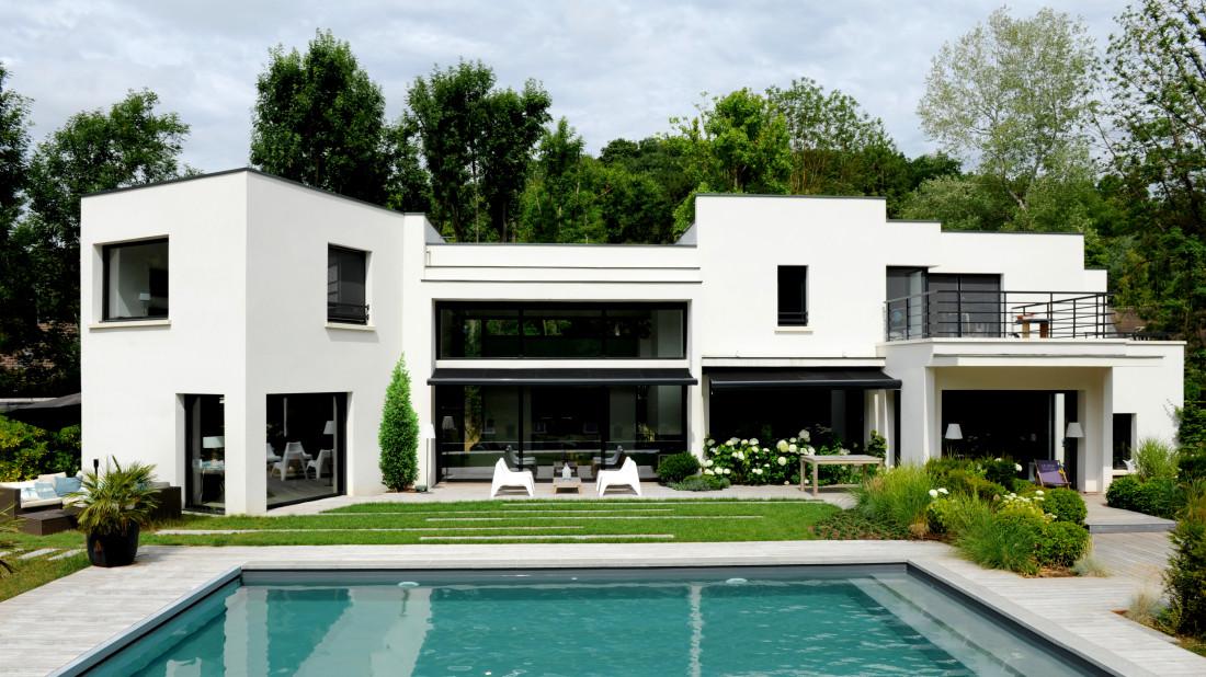 Une piscine implantée en Picardie.