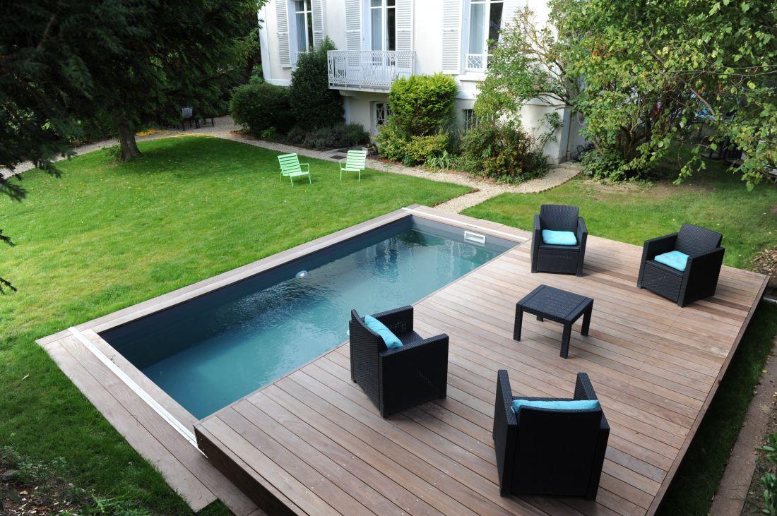 La Piscinelle version 2018, sobre, esthétique et souvent équipée d'un Rolling-Deck - terrasse mobile de piscine