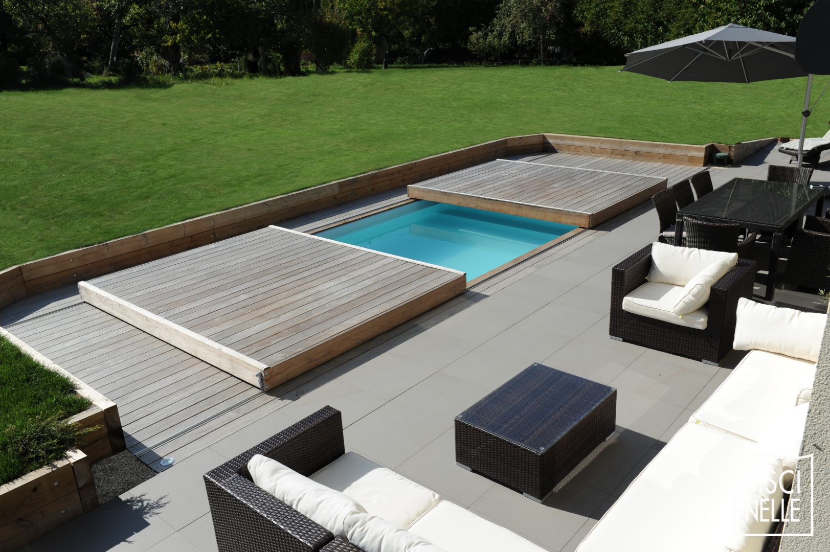 Rolling deck pool roselawnlutheran for Piscine couverture mobile
