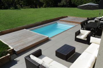 Rolling-Deck ouvert avec terasse en ipé et salon de jardin en résine tressée
